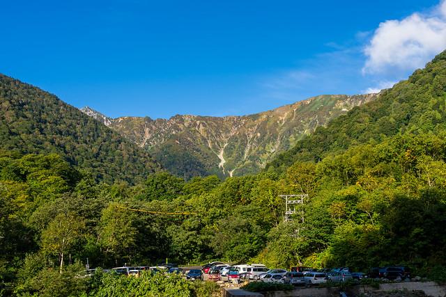 針ノ木岳への稜線を見上げる@柏原新道登山口