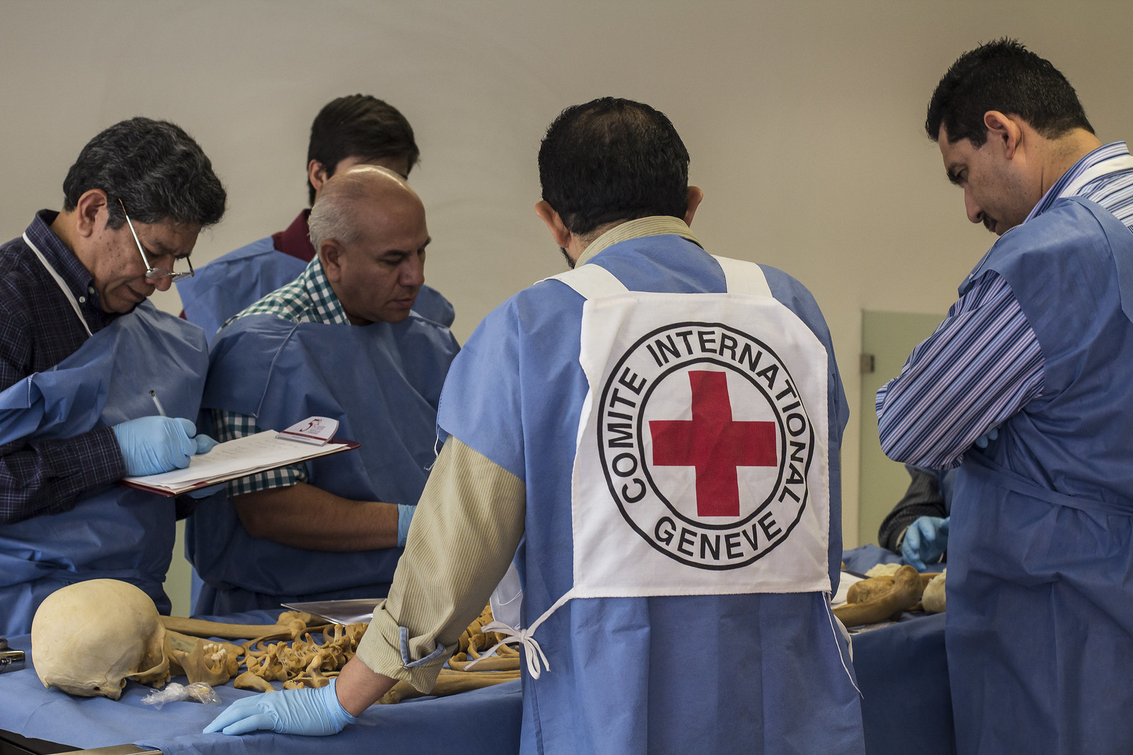 Forensic anthropologists working for the ICRC