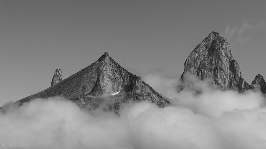Peaks over the clouds bw - Tasermiut