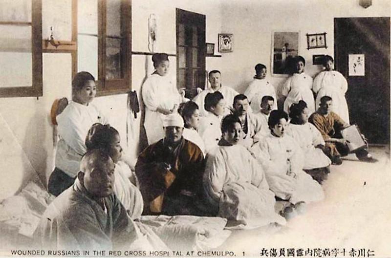 Пленные русские в госпитале Красного Креста в Чемульпо