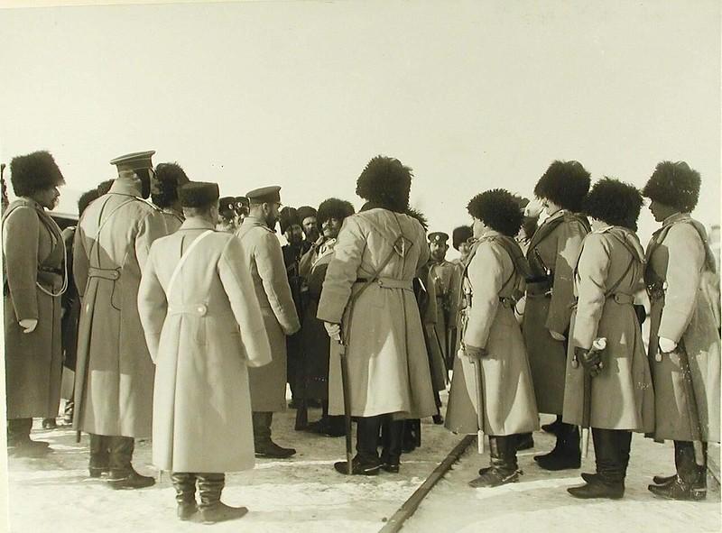 Николай II беседует с солдатами одного из полков. Бобруйск. 21 декабря 1904 г.