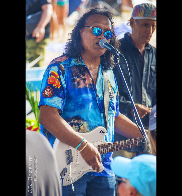 Henry Kapono - Hawaiian Musician - Duke's on Sunday
