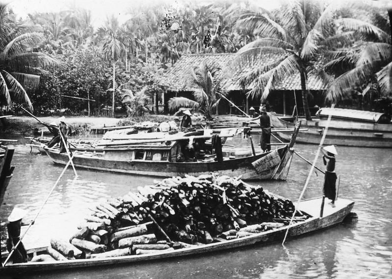 Gia Dinh 1929 - Transport de bois sur les canaux