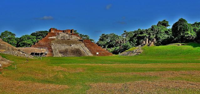 MEXICO , Comalcalco, Maya-Stätte, Tempel mitten im Dschungel, 19302/11983