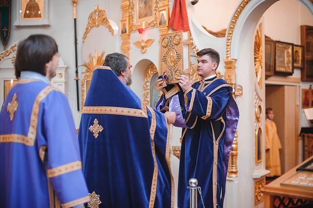 27 сентября 2019 г. Божественная Литургия праздника Воздвижения Честного и Животворящего Креста.