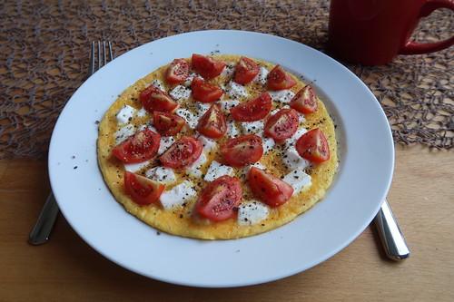 Omelett mit Ziegenfrischkäse und Tomaten