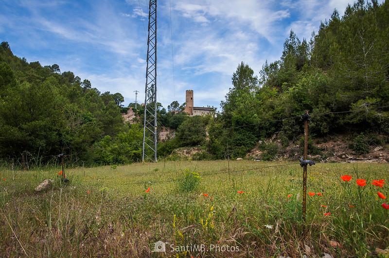 Avistando la Torre de Coaner desde el camino