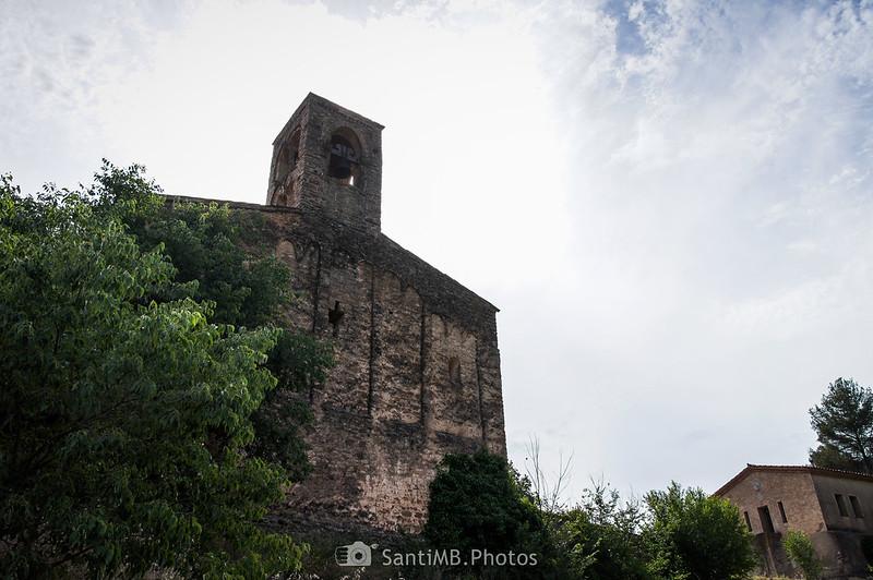 Iglesia de Sant Julià de Coaner a contraluz