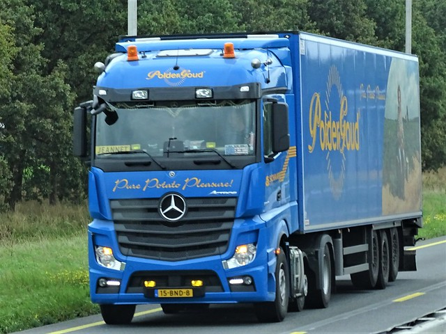 Mercedes-Benz Actros MP4 streamspace from Polderbrood Biddinghuizen Holland.