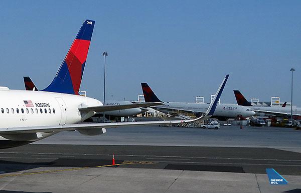 Delta A321 tail JFK hub (RD)