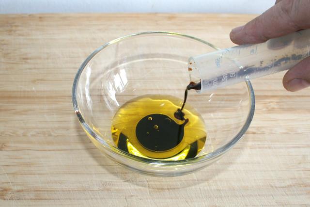 22 - Balsmico zu Olivenöl geben / Add balsamico to olive oil