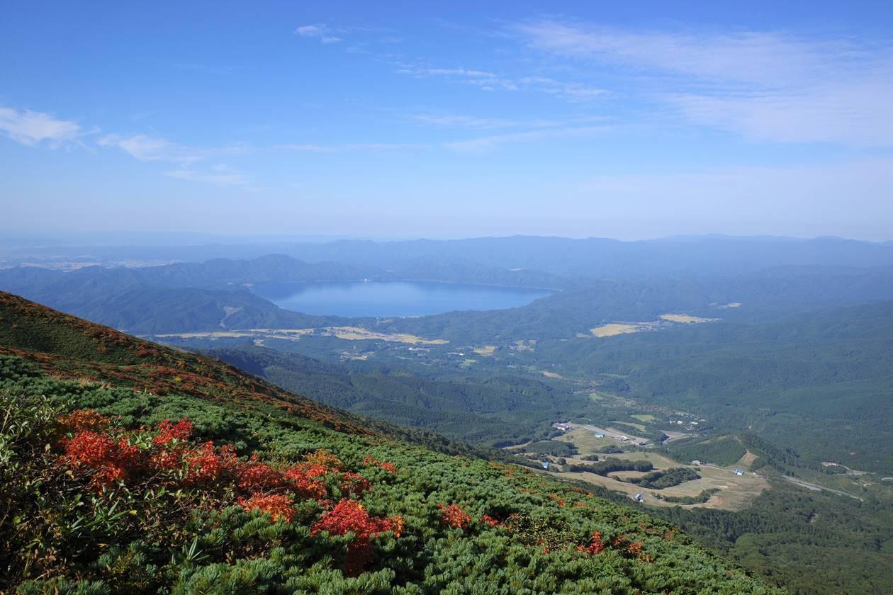 秋田駒ヶ岳から眺める田沢湖