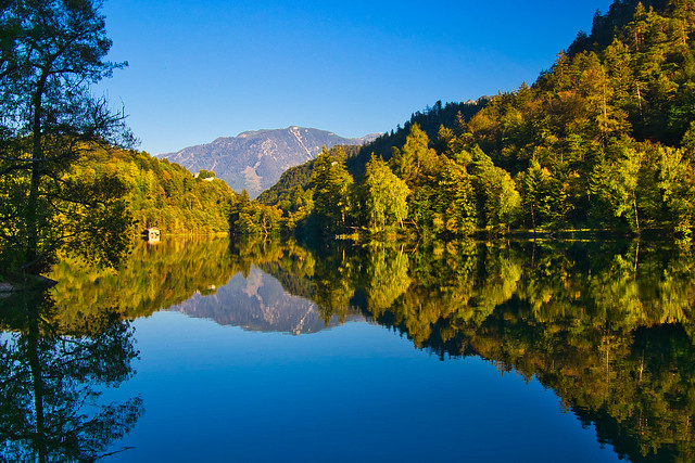 Thumsee lake at the onset of autumn