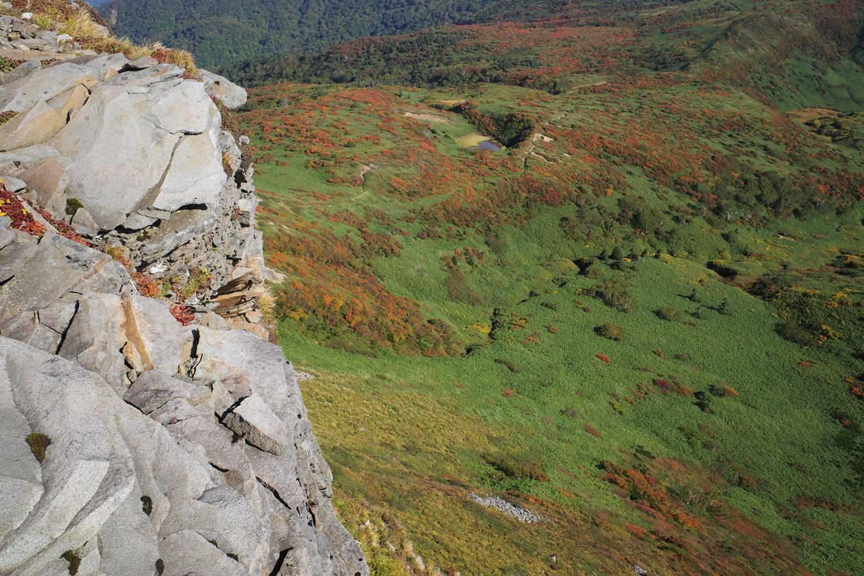 断崖絶壁の乳頭山山頂