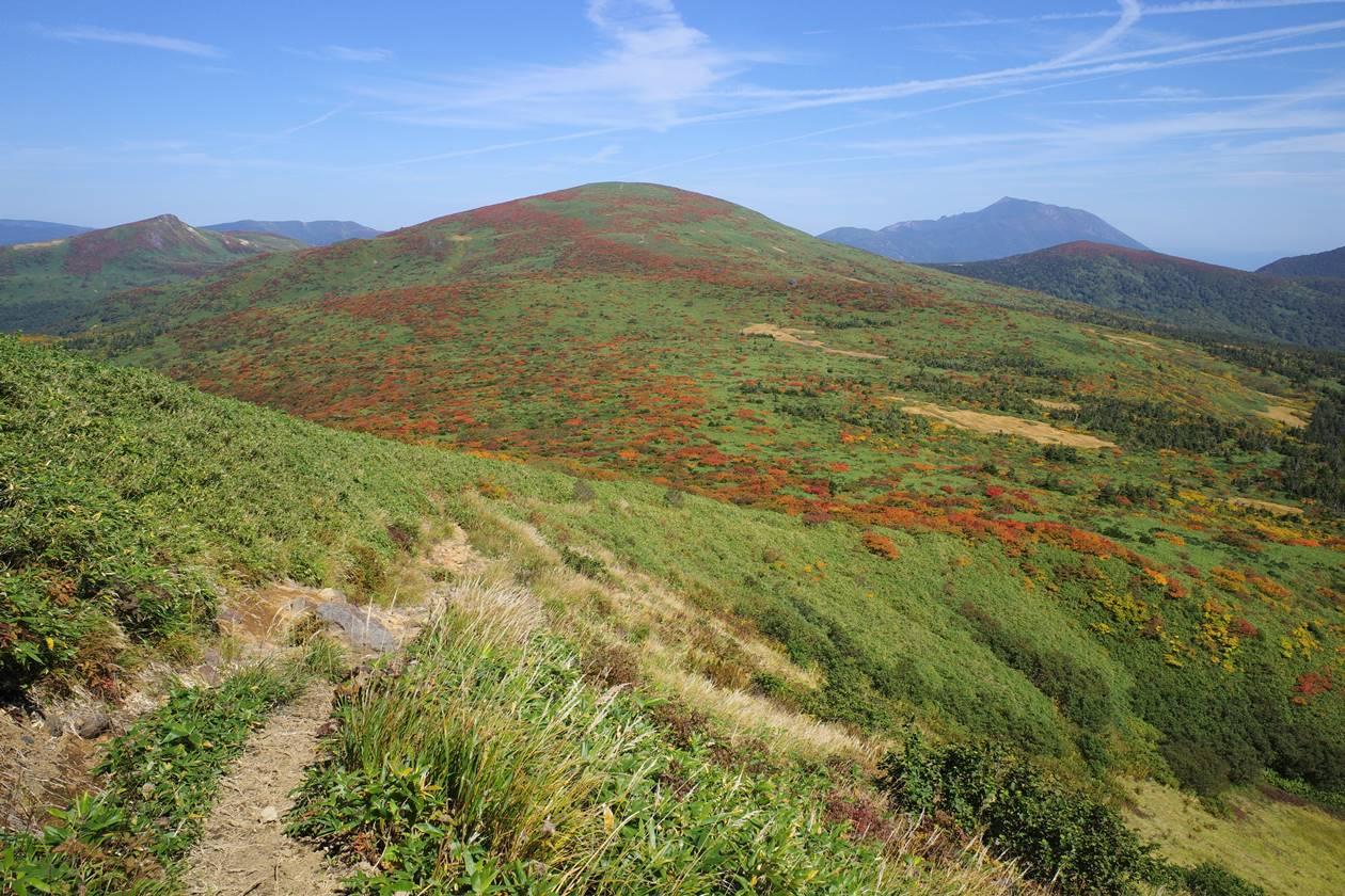 湯森山から眺める紅葉の笊森山