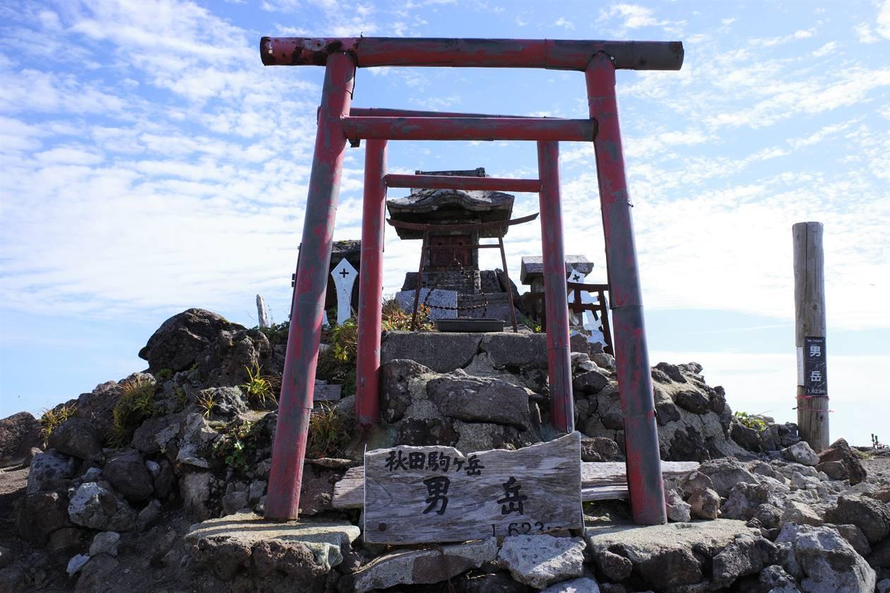 秋田駒ヶ岳・男岳山頂の祠