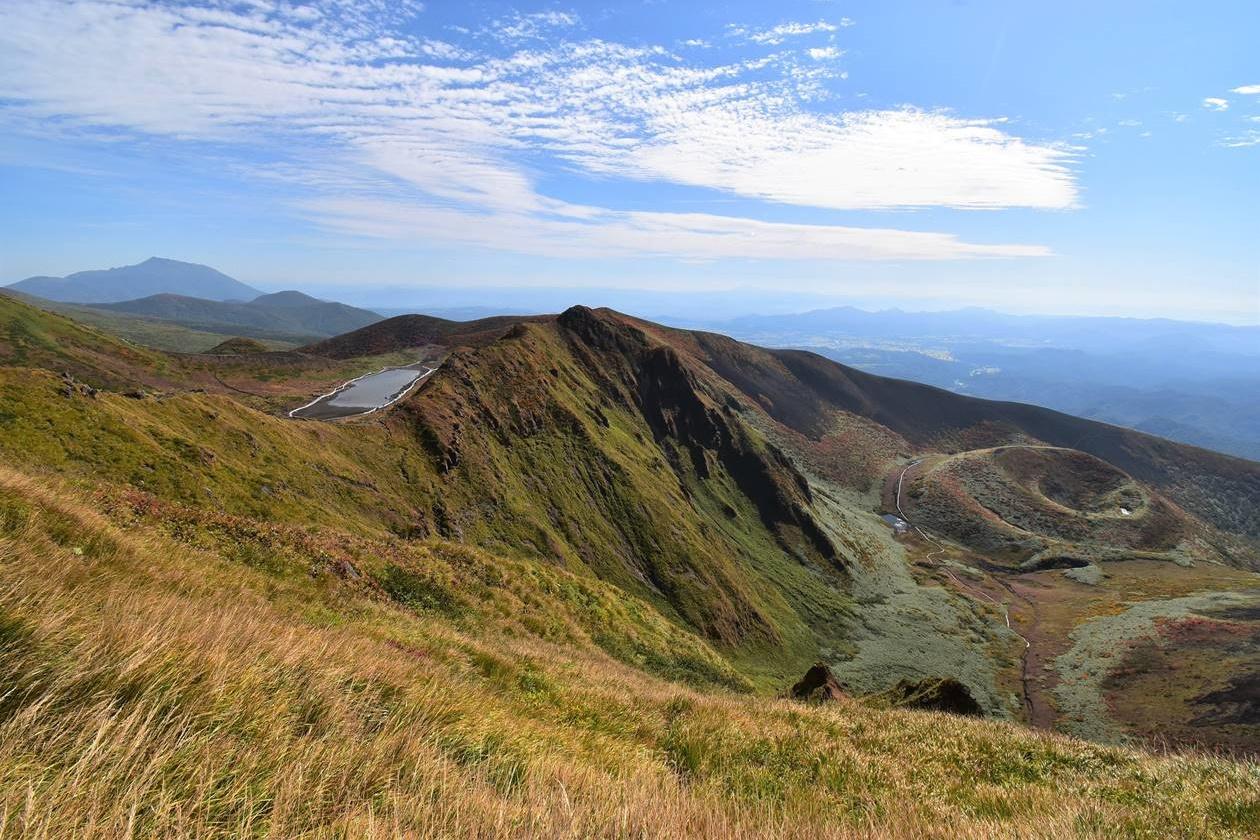 秋田駒ヶ岳・男岳から眺めるムーミン谷と阿弥陀池