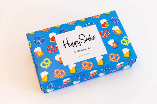 3er Pack Happy Socks in der Bavaria Edition vor weißem Hintergrund