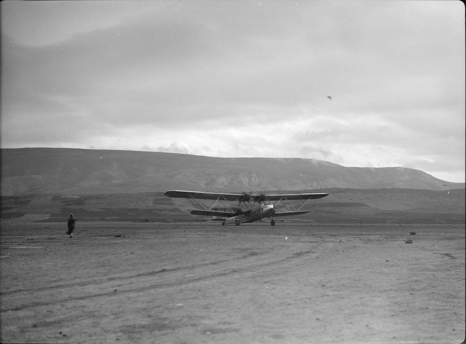 16. Первый полет самолета G-AAUD Hanno. Взлет. Полет в Индию через Багдад