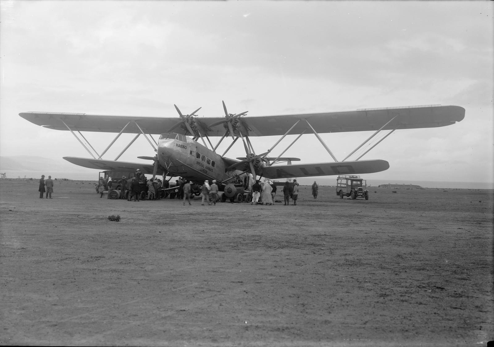 12. Первый полет самолета G-AAUD Hanno. В ожидании вылета