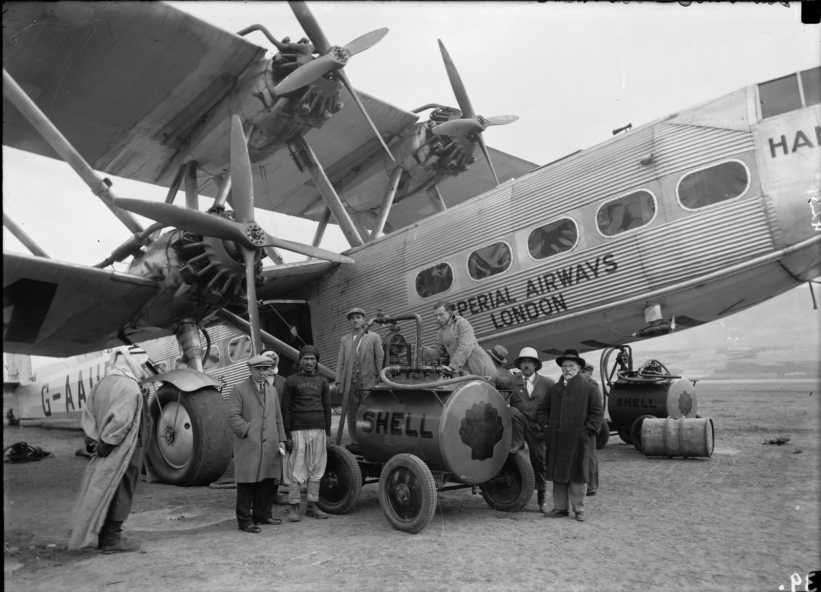 10. Первый полет самолета G-AAUD Hanno. Заправка самолета в Семахе