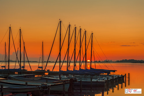 leekstermeer zeilboten boats sailboats sunrise lake meerwater zonsopkomst drenthe netherlands lakeleek