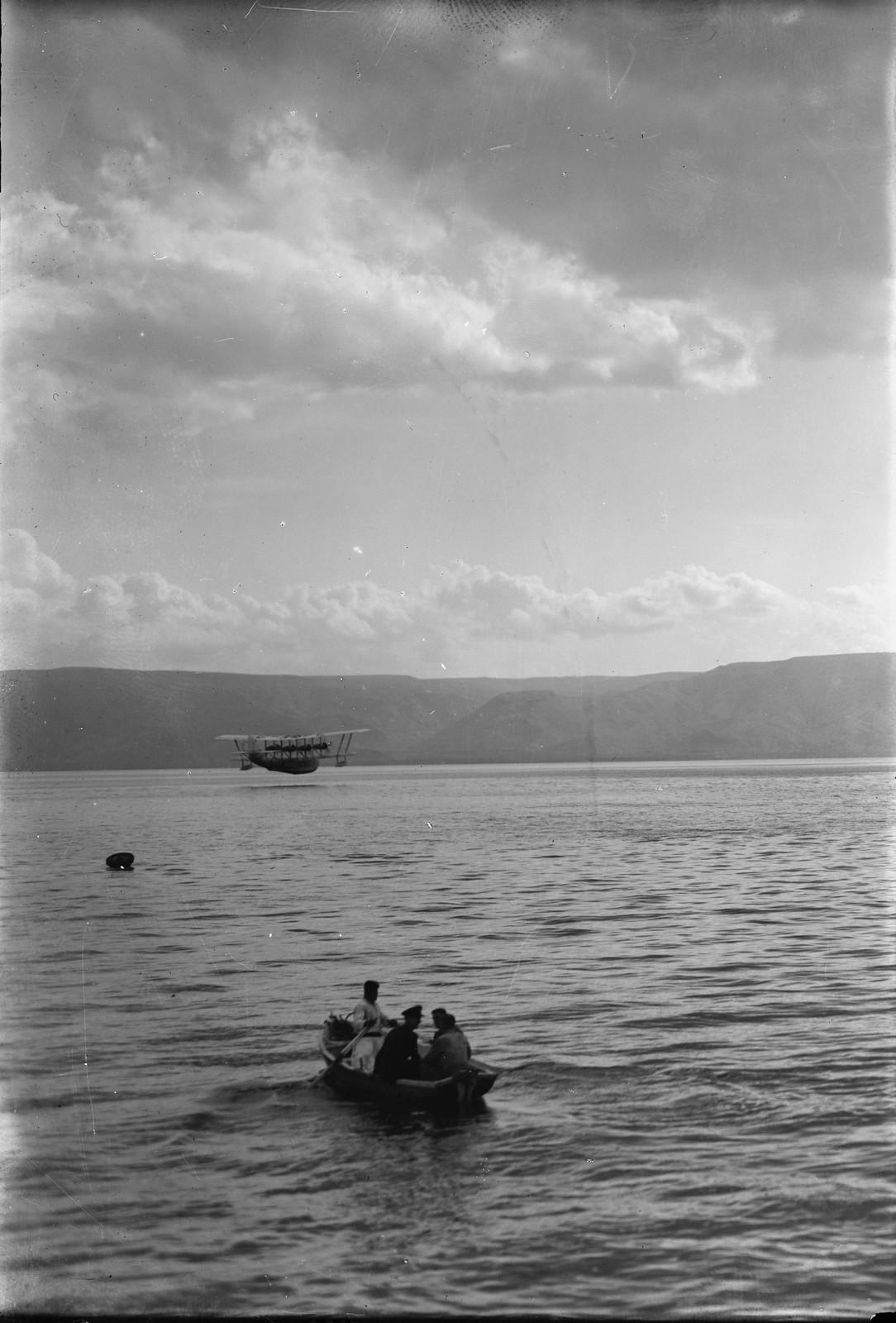 03. Посадка летающей лодки на воды Кинерета.  20 октября 1931