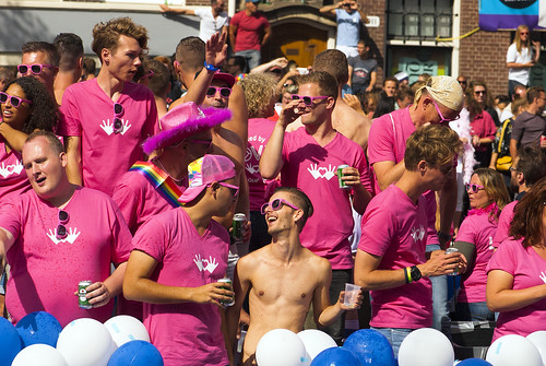 Pink mode. Amsterdam in Gay Canal Parade 2017. No.0474.