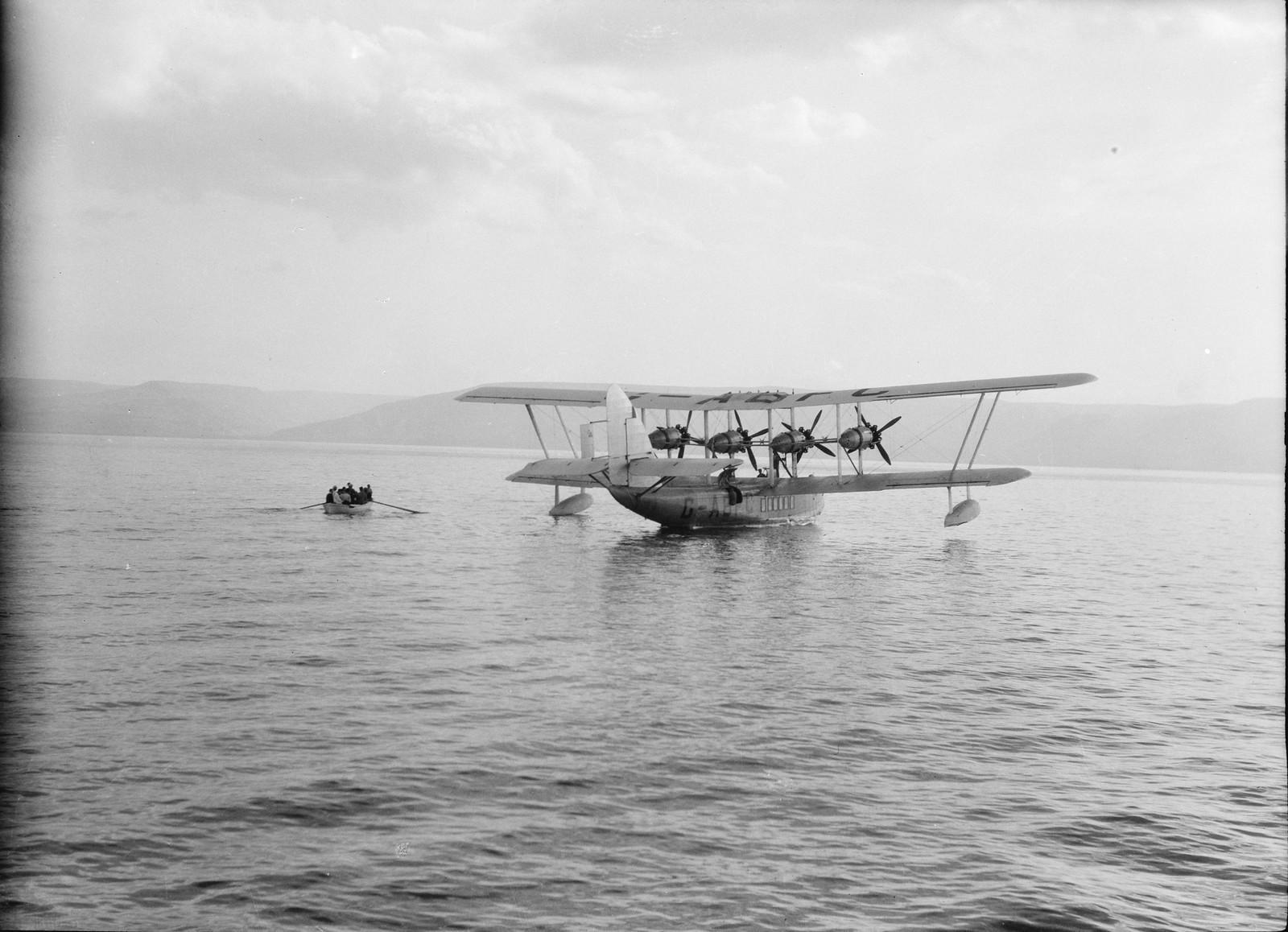 04. Летающая лодка «Сатирус» на якоре напротив Тверии