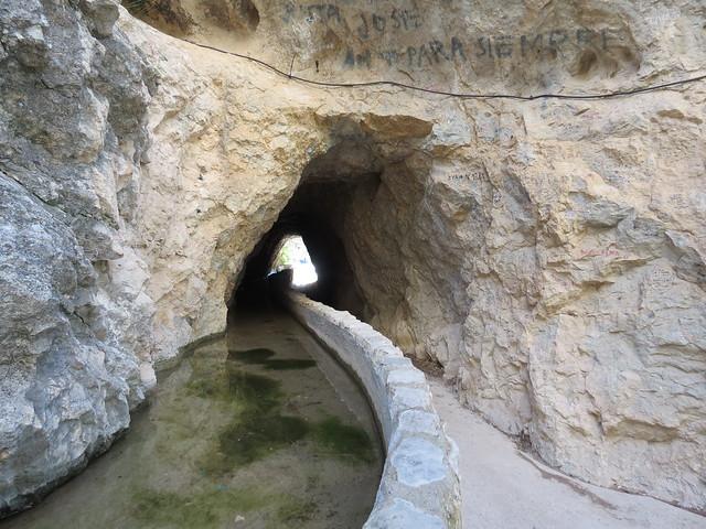 Cueva del agua (entrada para acceder a la cueva))
