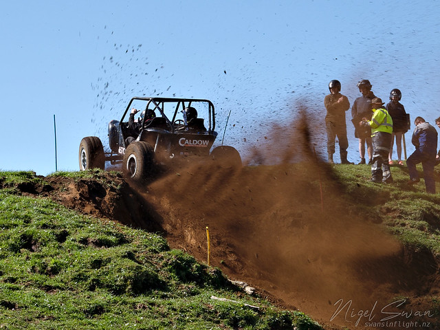 4x4 wheelspin up hill from 2019 Mt Egmont 4WD Club Pairs Event