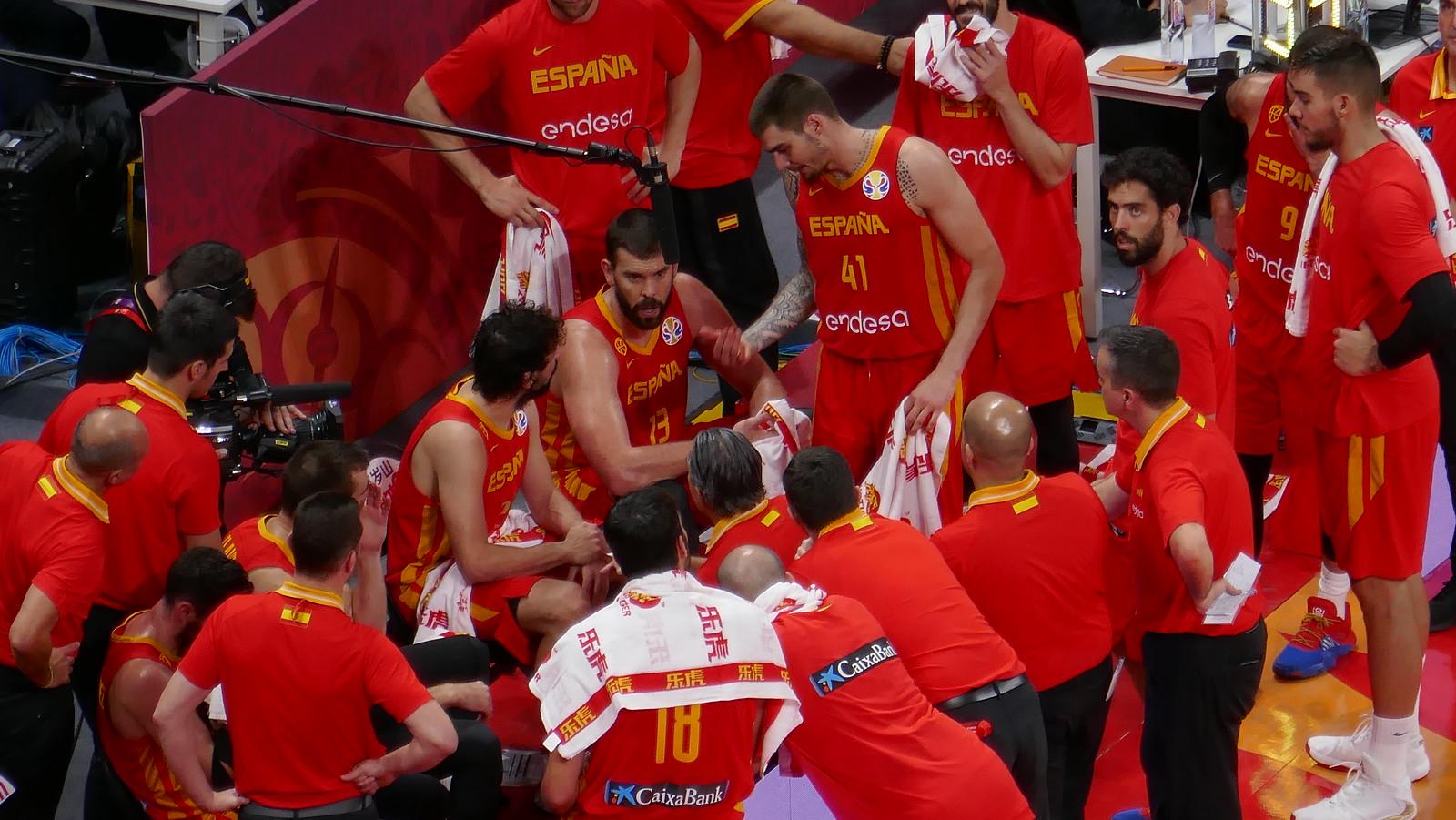 Tiempo muerto en la final del Mundial FIBA de Baloncesto, no es mala foto para estar hecha sin trípode y desde el gallinero