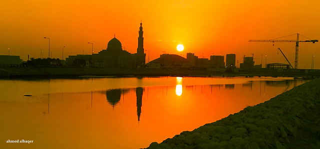 Sunrise from the edges of the mosque .. شمس البحـــرين تشرق من جديد