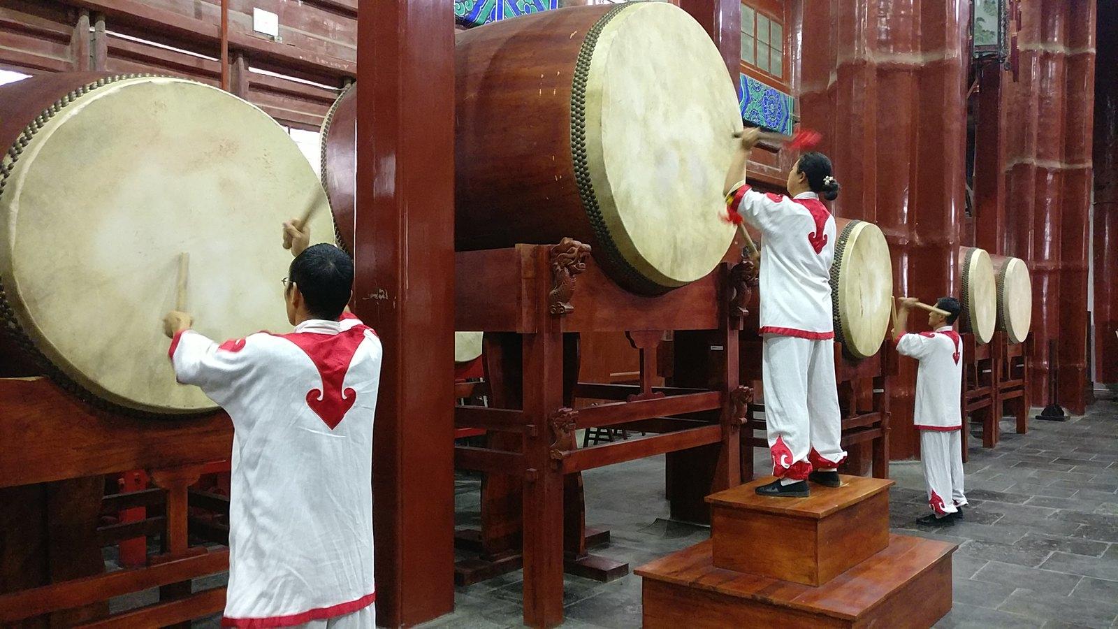 Espectáculo de percusión en la Torre del Tambor