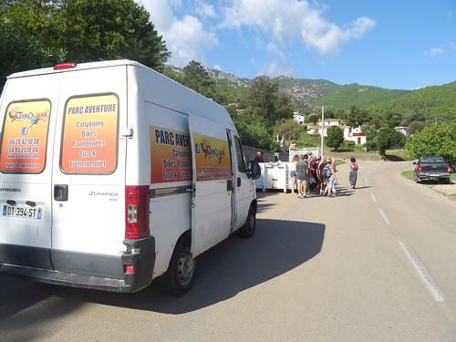 Camionnette Parc-Aventure et 2ème container de la commune