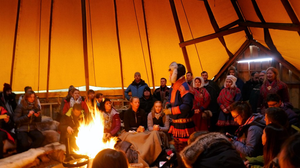 Opowieści o tradycyji Saamów w obozie w Tromso
