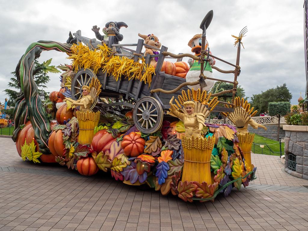Disneyland Paris - Halloween 48814733208_aab6cd9a4a_b