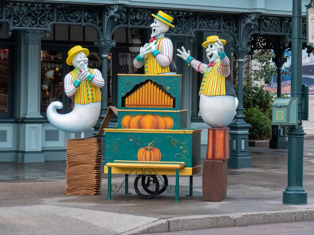 Disneyland Paris - Halloween 48814783498_197c73cf1f_b
