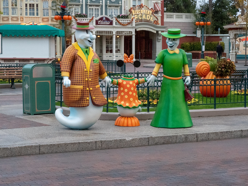 Disneyland Paris - Halloween 48814788638_e4385e2c78_b