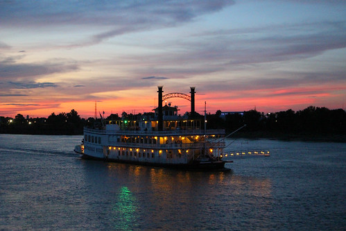 river steam steamengine steampowered old boat ship american america mississippi padle dusk sunset