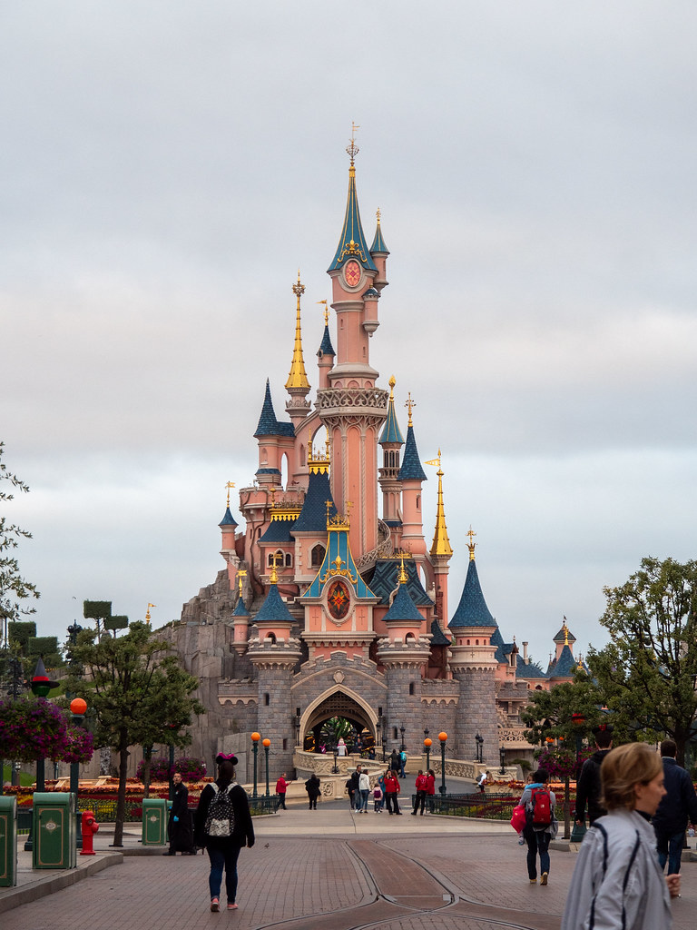 Disneyland Paris - Halloween 48815281072_77658f3fd1_b