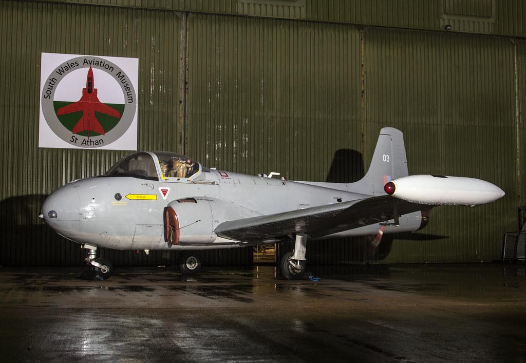 Hunting Percival Jet Provost T4 - XP672
