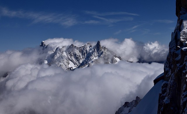 Nuages sur les Grandes Jorasses - Clouds arrive on...