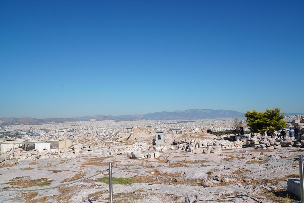 みわたすアテネ