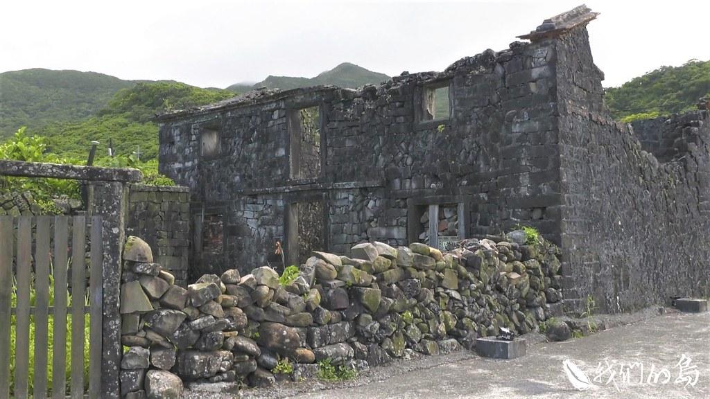 卯澳聚落裡的百年石頭屋。