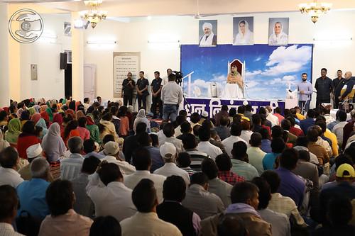 Satguru Mata Ji blessing the congregation