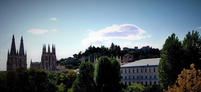 Burgos y unas nubecillas