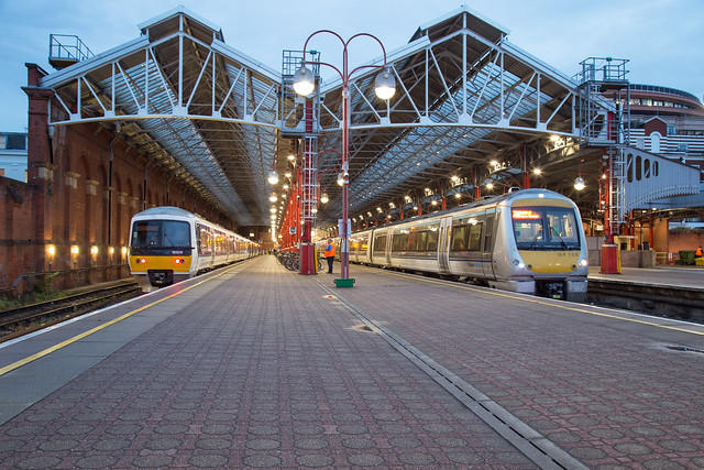 Chiltern Trains 165 018 + 168 108 London Marylebone