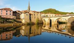 Saint-Antonin-Noble-Val (Tarn-et-Garonne, Occitanie, Fr) – Son miroir en l'Aveyron