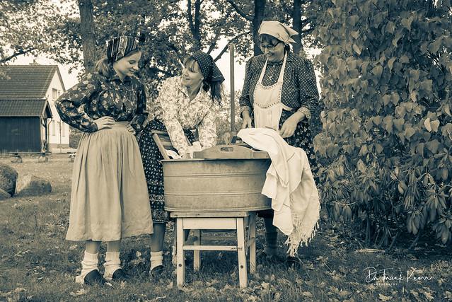 Waschtag auf dem Dorfanger